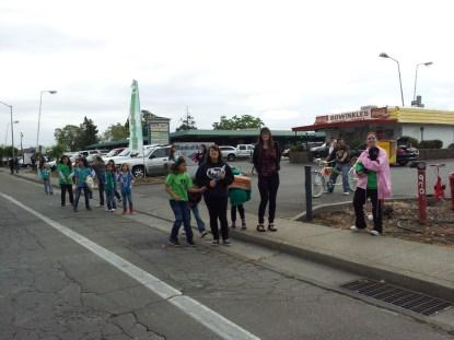 Little League Parade fans at Bowinkles