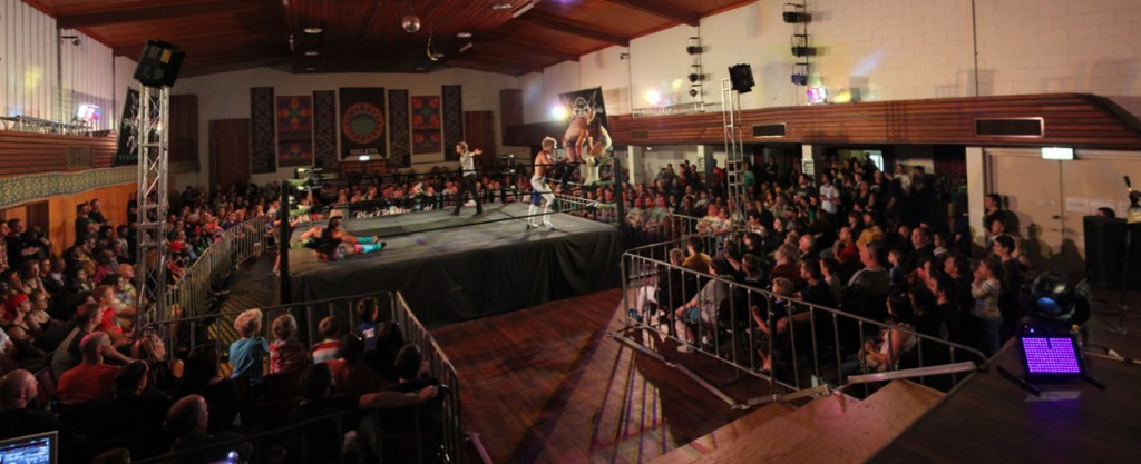 a Panorama, showin a typical Riot city Wrestline event