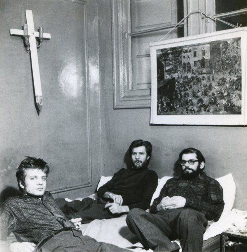 Fred W. McDarrah: Allen Ginsberg, his longtime companion Peter Orlovsky, and Orlovsky's brother Lafcadio relax in their apartment at 170 East Second Street, January 9, 1960
