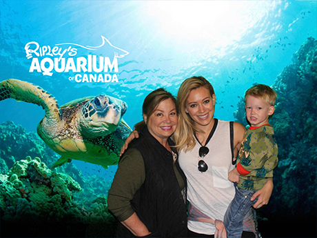 hillary-duff-ripleys-aquarium-of-canada