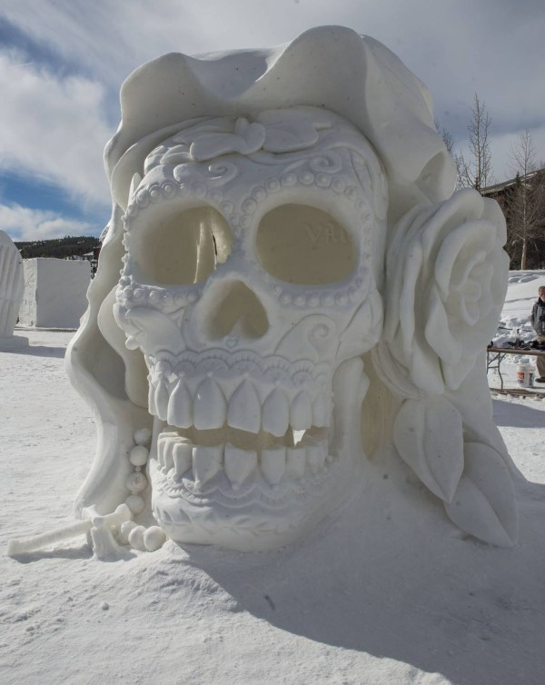 Insane Sculptures 320 Tons Of Snow