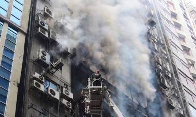 BANGLADESH: Hundreds trapped inside skyscraper as firefighters battle blaze