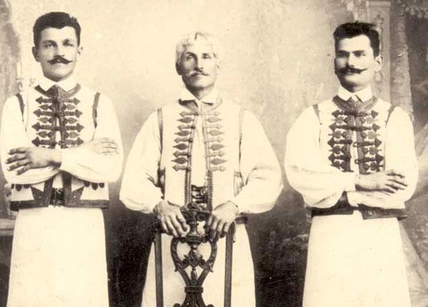 Nistor Bosioc cu fii Iosif şi Iulius