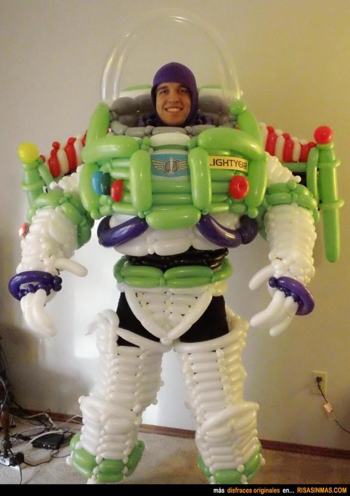 Disfraces originales Buzz Lightyear hecho con globos