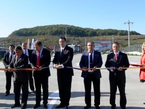 Premierul Victor Ponta a inaugurat în octombrie 2014 sediul RAR Bistrița-Năsăud construit de firma lui Traian Larionesi (dreapta)   Foto: Gazeta de Bistrița