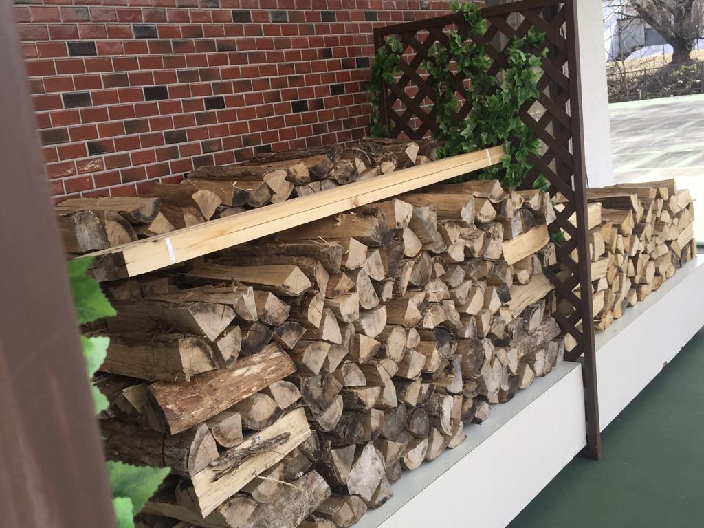 岩手八幡平ライジングサンホテル暖炉用の薪