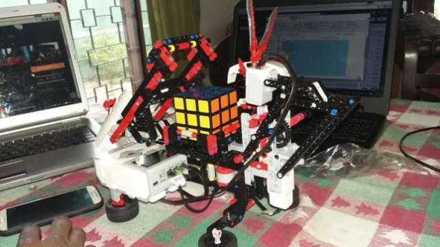 Bobai-Ephraim-Kato-24-yr-old-Nigerian-Software-Engineer-builds-Artificial-Intelligence-robot-at-Sri-Lankan-University-2-