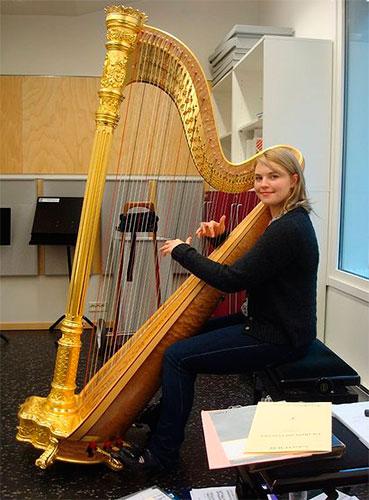 Female Harpist 6822 International Talent Agency Rising Stars