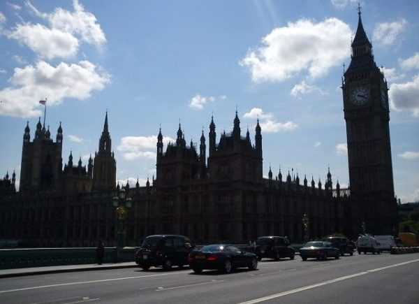 travel, business, internationalHouse of Commons, Big Ben, HoP, Parliament, London, Blue Sky, whispy cloudss