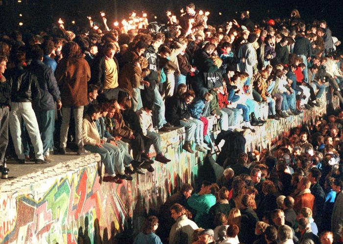 La caduta del Muro di Berlino momento di avvio della globalizzazione