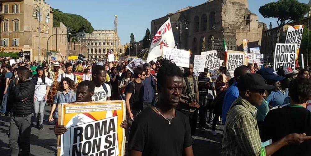 Roma manifestazione contro la Raggi