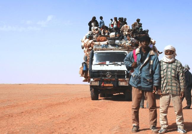 Gli immigrati nel Sahel: bloccarli nel deserto per fermare i flussi è un crimine contro l'umanità
