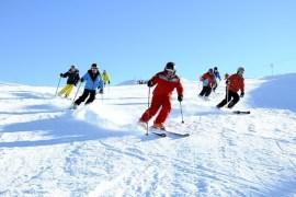 """Résultat de recherche d'images pour """"skis plantés dans la neige"""""""