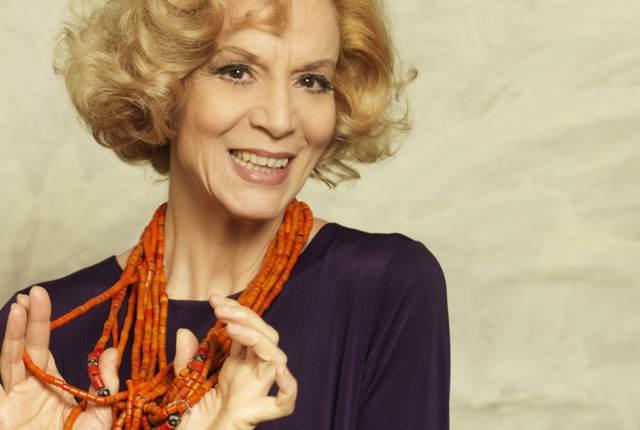 Lucia Poli: il teatro è politica, anche quando non sa di esserlo ...