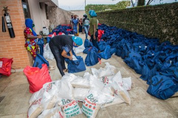 Packaging process of the food relief package