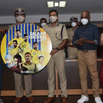 CSK Players Pays Tribute To COVID Warriors (3)