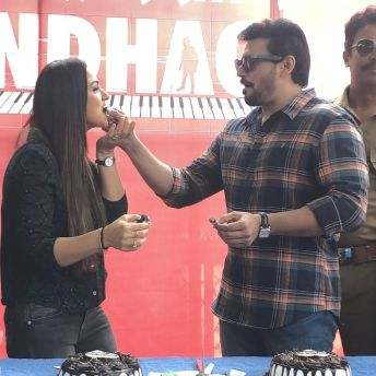 Prashanth And Simran Celebrate Their Birthdays On The Sets Of Andhaghan (6)