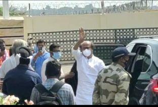 Rajinikanth Leaves For Hyderabad For Annaatthe Shoot (2)