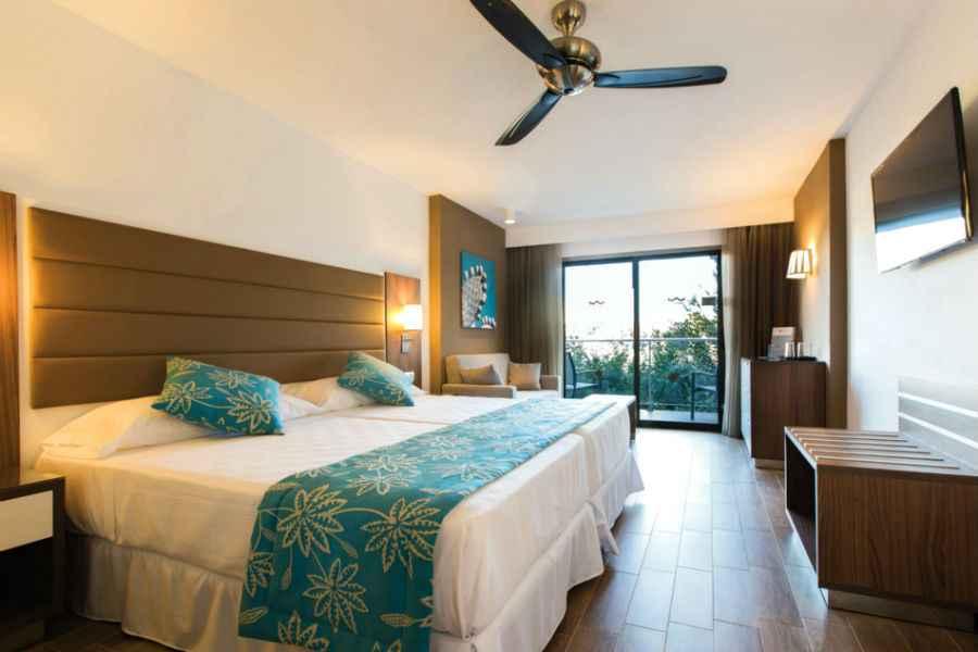Hotel Riu Bravo  AllInclusiveHotel Arenal