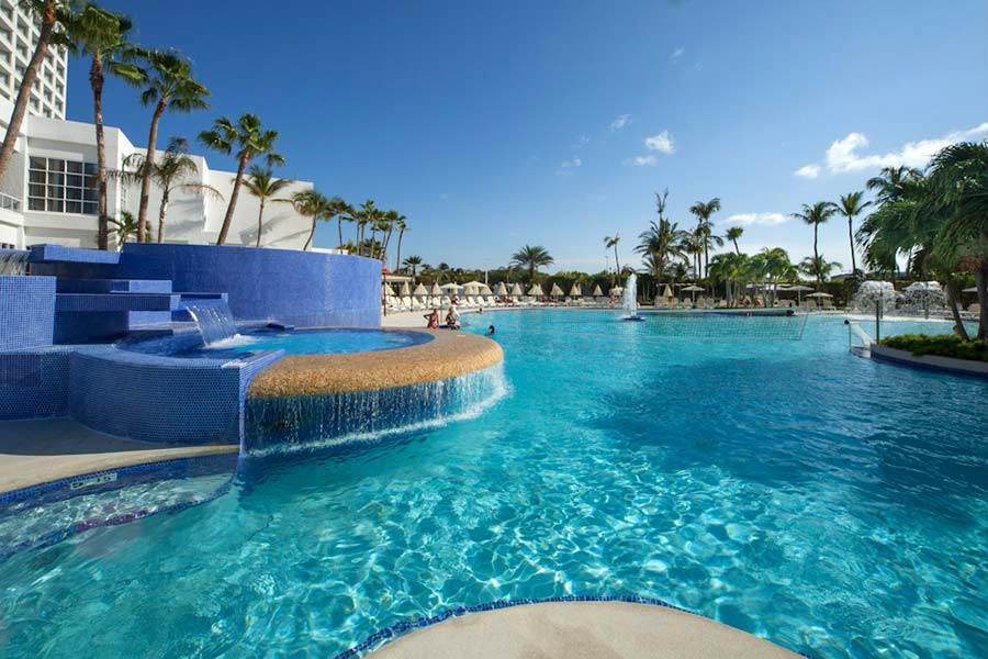outdoor pool lounge chairs make chair covers ideas riu palace antillas hotel | aruba all inclusive vacations