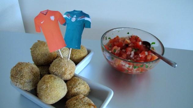 Mexikanische Bitterballen (Bitterballen mit mexikanischer Salsa)