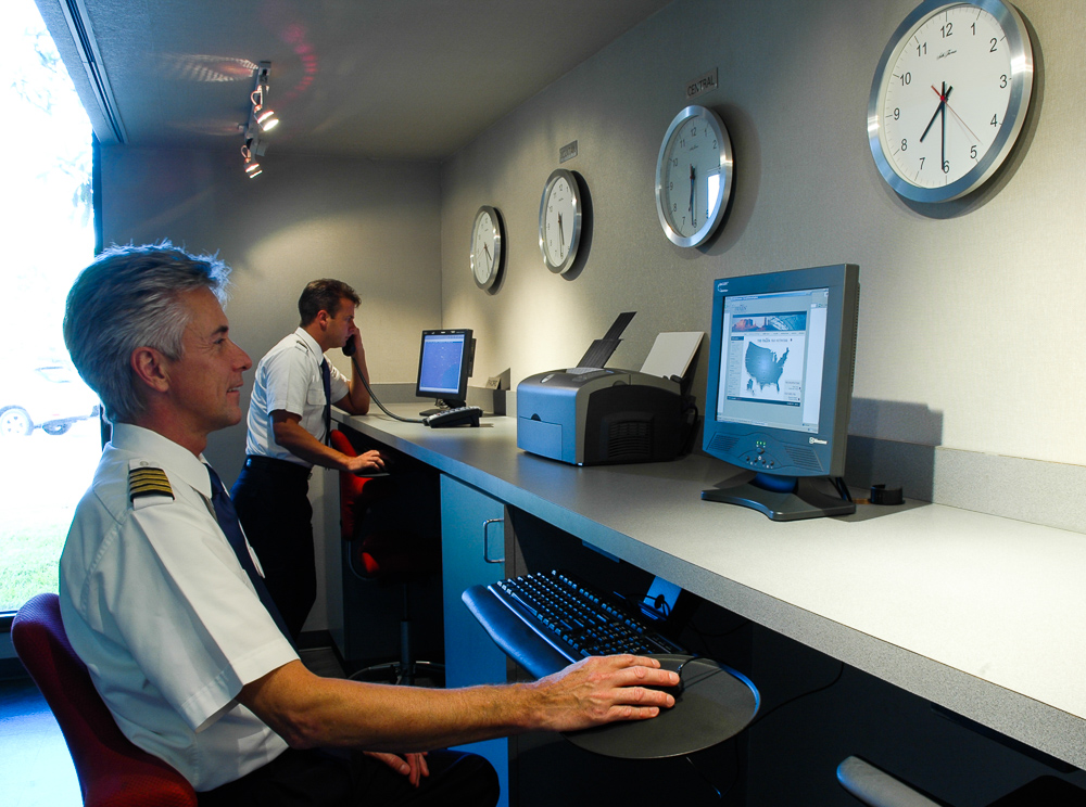 Pilots Looking At Internet Terminals