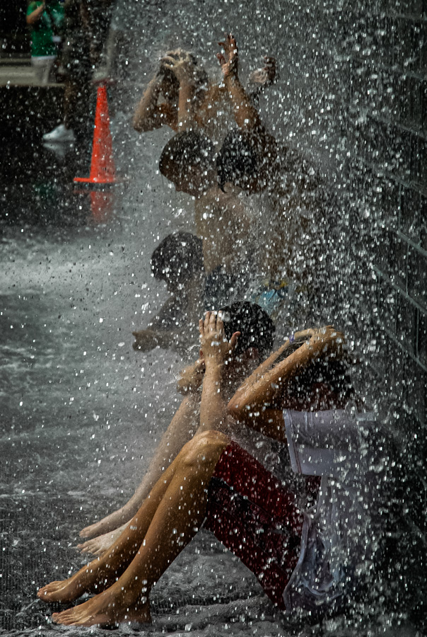 Chicago, Waterfall City Cooling Off In Millenial Park