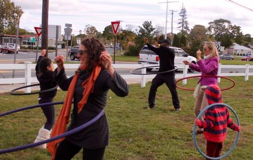 2015_1017_riverside_arts_in_the_park_hula_hoops - 1