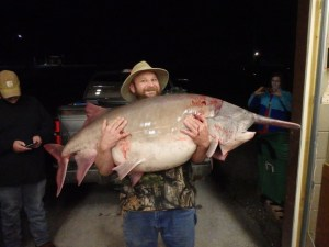 Richwoods angler catches state-record paddlefish First paddlefish snagging trip provides angler with 140-pound, 9-ounce memorable catch.