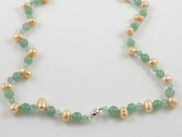 Gold pearl & Jade clasp