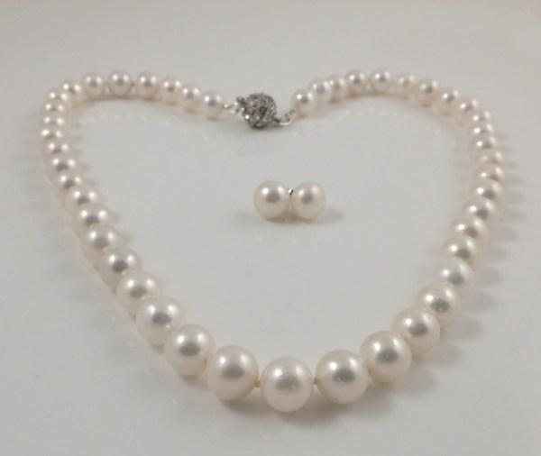 Large round pearl & Diamanté Magnetic clasp