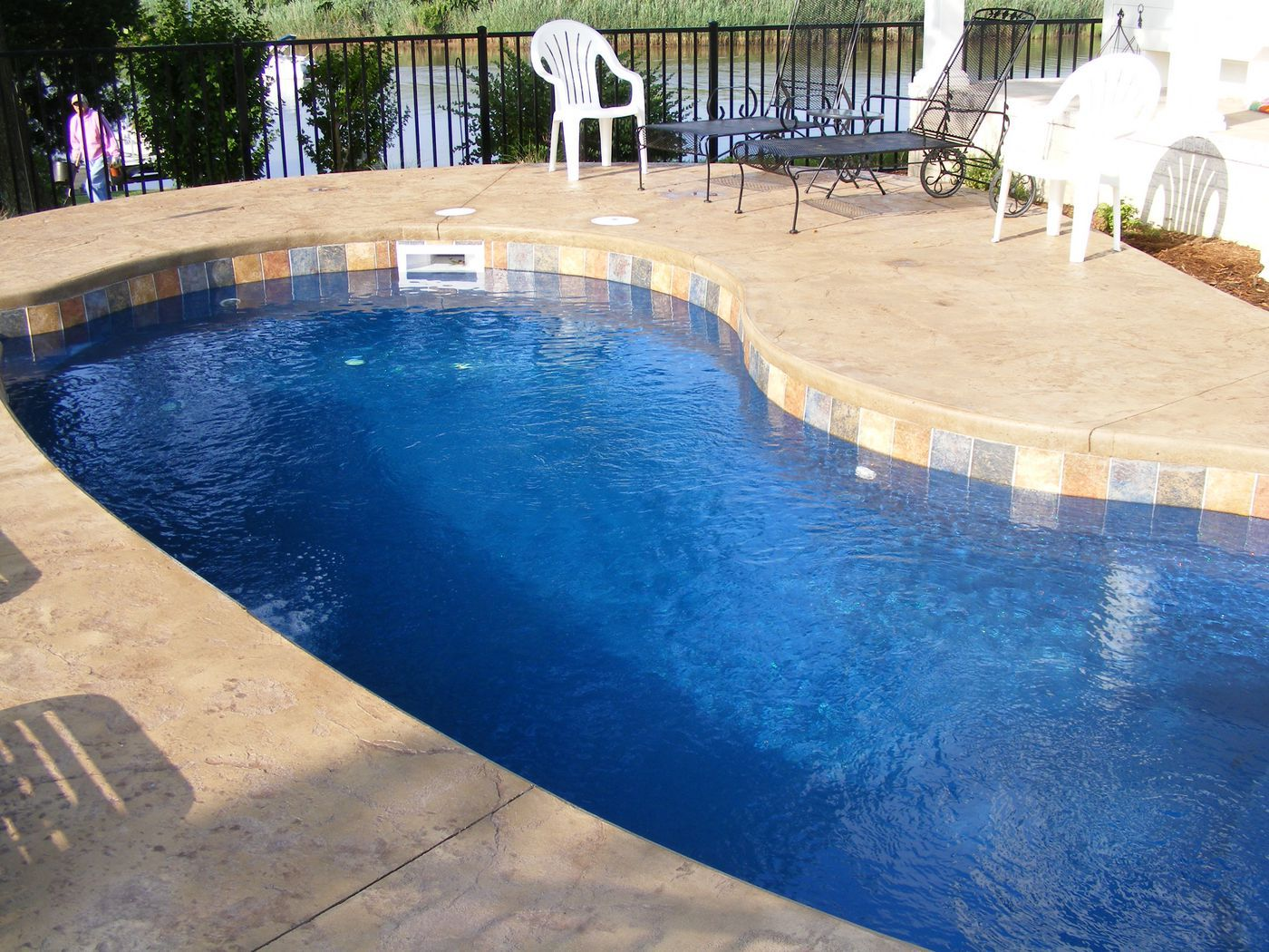 fiberglass pool w cantilevered concrete coping
