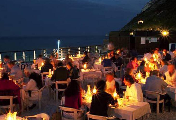 Da Giacchetti  ristorante  stabilimento balneare  Portonovo  Riviera del Conero TV