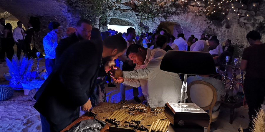 Cigar roller Xcaret Riviera Maya