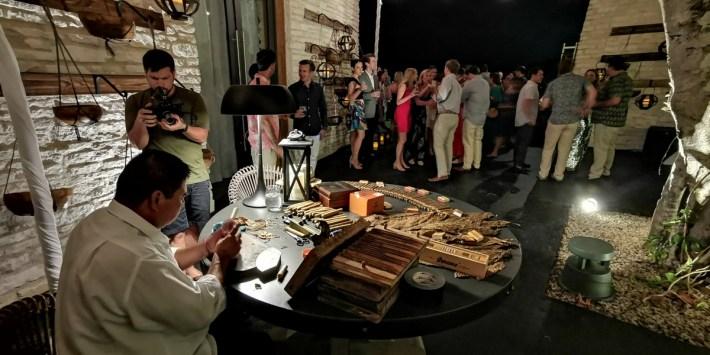Riviera Maya Cigar roller