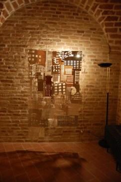 Alice Paltrinieri, Suture, cartoni riciclati e filo, cm 180x110, 2013