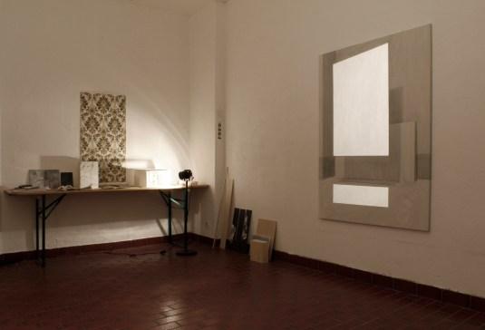 p. 077_ARTEFORTE_Forte superiore di Nago_Boccanera Gallery_Linda Carrara_OUTER SPACE 02_2015_installazione, proiezioni di luci su acrilici su tela di lino_dimensioni variabili