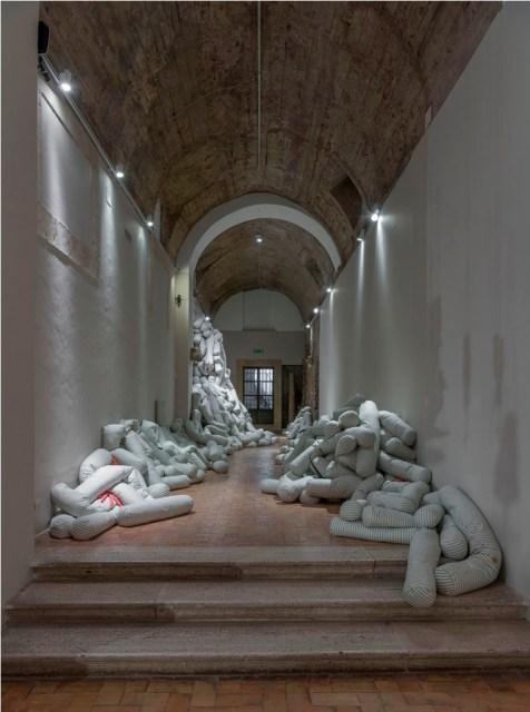 Annette Messager, Histoire traversine_2004-2005. Ph Giorgio Benni.
