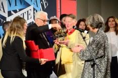 Franz Erhard Walther riceve il Leone d'oro dal presidente Baratta e dalla senatrice Finocchiaro