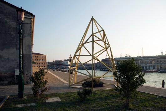 Andremo, scultura back; foto Giovanni Fiamminghi