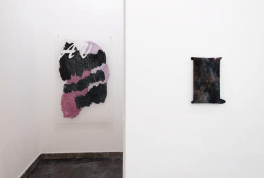 Massimo Stenta, AV, acrilico su poliestere, 140x89 cm, 2017 Towel Painting N3, tintura per tessuti su asciugamano, 36x21 cm, 2017