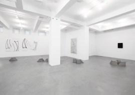 L'Occhio Filosofico. A arte Invernizzi, Milano, 2018. (Da sinistra a destra), Nelio Sonego, Nicola Carrino, Dadamaino, Günter Umberg - © A arte Invernizzi, Milano. Foto Bruno Bani, Milano