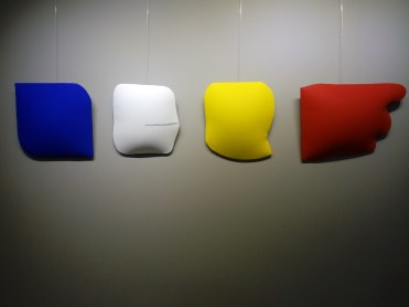Cesare Berlingeri, Fregio, schiuma poliuretanica, acrilico e pigmento su tela sagomata, cm 202x40, 2012
