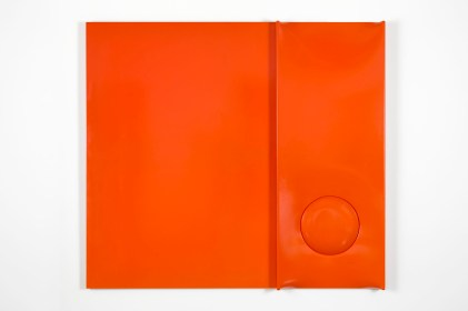 Agostino Bonalumi, Arancione, 1971, 100x80x14 cm, Tela estroflessa e tempera vinilica, Mazzoleni Arte