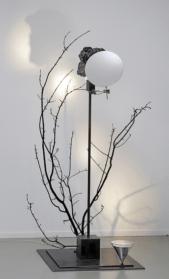 Rebecca Horn, Im Kreis sich drehen, 2016 (branch cast in bronze, mirror, glass, light, stone, steel, electronic device, controller , 204x117x100 cm)