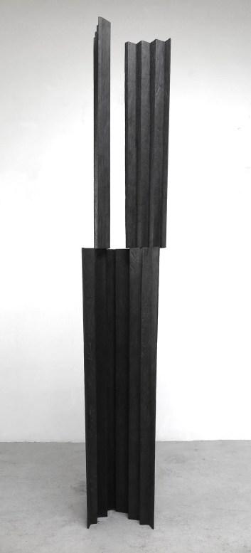 Nunzio_Senza Titolo, 2018, legno combusto -280x50x38cm