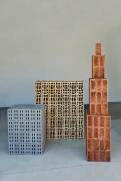 Tony Cragg Three Modern Buildings, 1983, 78 S. CATERINA → Tony Cragg Three Modern Buildings, 1983 Ma oni. Dimensioni variabili, cm 210x300x400 Collezione La Gaia, Busca