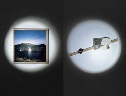 A sinistra: Germano Serafini, 4100k Norvegia 01, pellicola a colori, 2018 - A destra: Marco Victor Romano, L'informazione contenuta nell'opera d'arte, materiali vari, 2018.