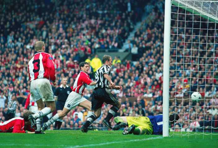MANCHESTER, UNITED KINGDOM - APRIL 05: Newcastle United striker Alan Shearer (c) scores the winning goal during the FA Cup Semi Final between Newcastle United and Sheffield United at Old Trafford on April 5, 1998 in Manchester, England. Newcastle won the match 1-0. (Photo by Mark Thompson/Getty Images) *** Local Caption *** Alan Shearer