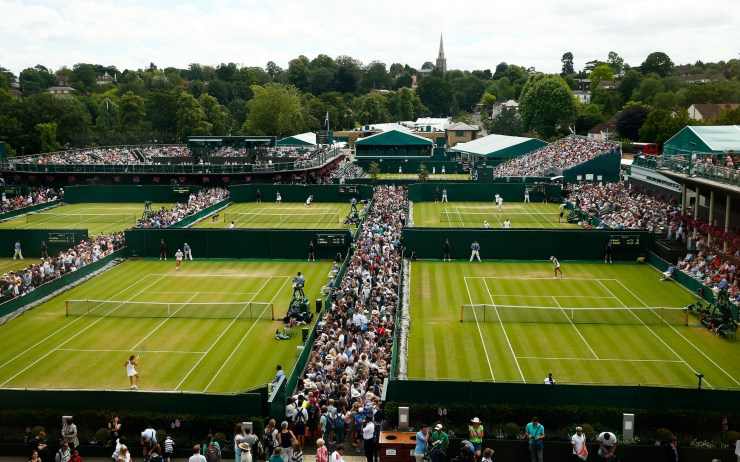 Una pancoramica dei campi over Court 5 and 4 during day seven of the Wimbledon Lawn Tennis Championships at the All England Lawn Tennis and Croquet Club on July 6, 2015 in London, England. (Photo by Julian Finney/Getty Images)